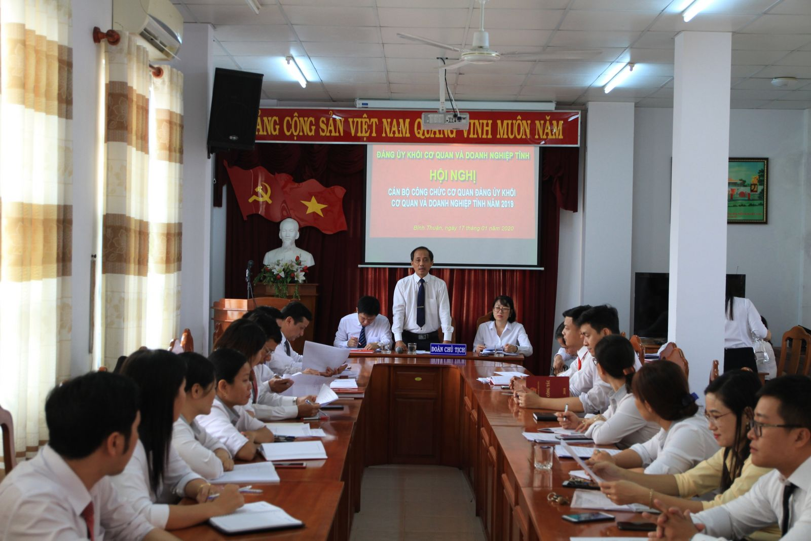 Hình Cơ quan Đảng ủy Khối tổ chức Hội nghị cán bộ, công chức năm 2019