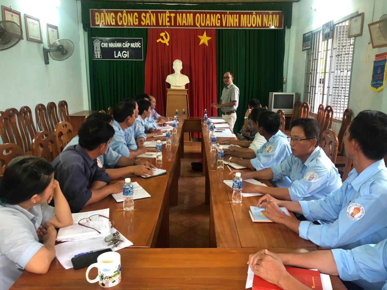 Hình Chi bộ Chi nhánh Cấp thoát nước La Gi tổ chức sinh hoạt Chi bộ định kỳ tháng 9/2019