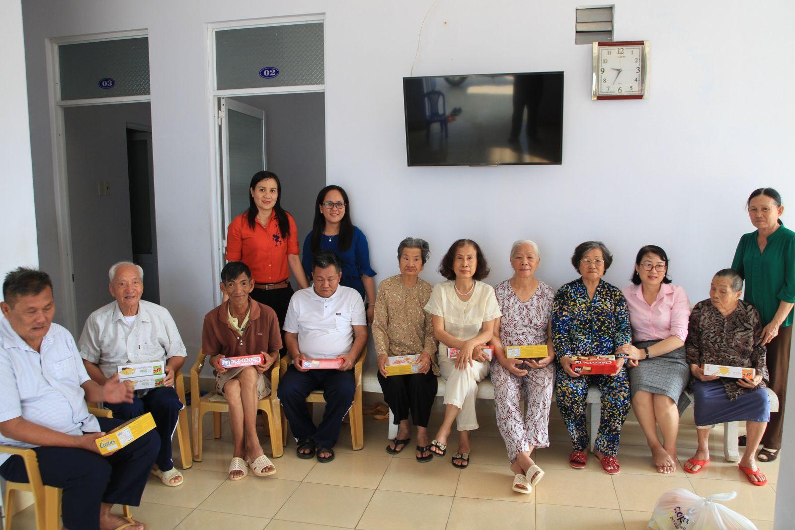 Hình Thăm và tặng quà nhân dịp Tết Nguyên đán Canh Tý 2020