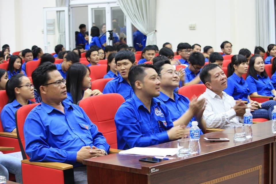 Hình Đoàn Khối các cơ quan tỉnh phối hợp với Thành đoàn Phan Thiết tổ chức sinh hoạt kỷ niệm 87 năm ngày thành lập Đoàn TNCS Hồ Chí Minh (26/3/1931 - 26/3/2018)