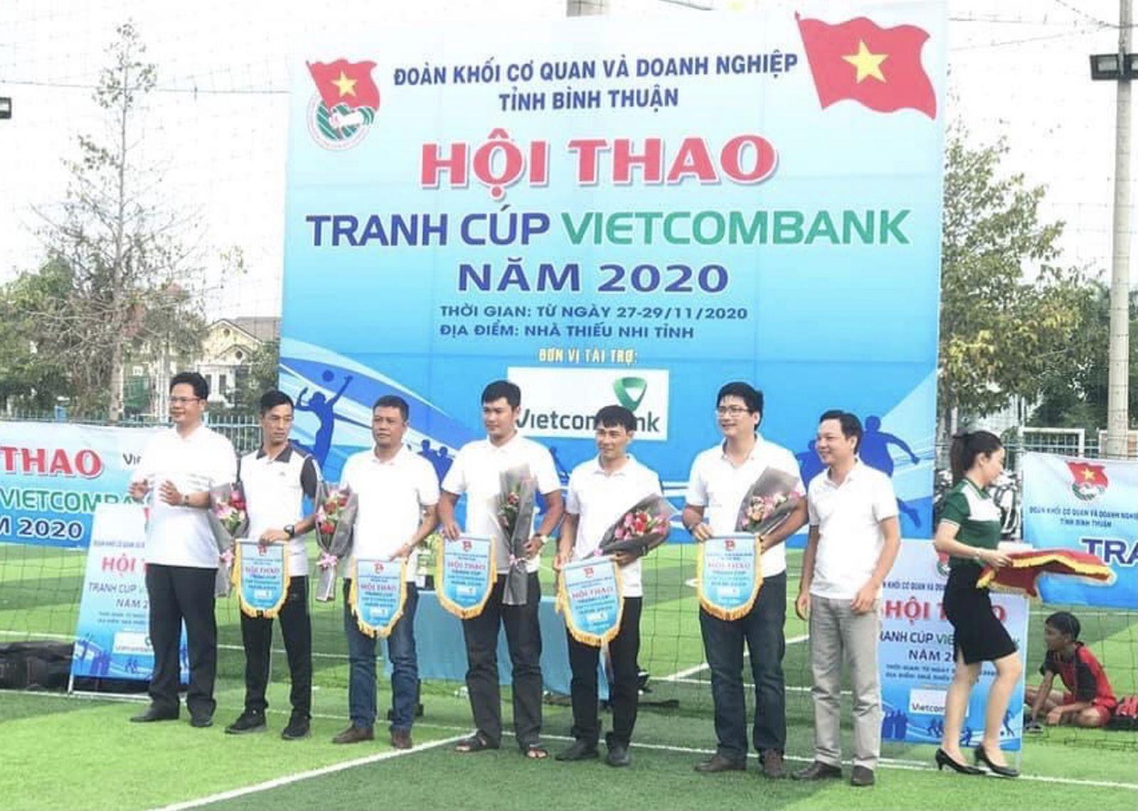 Hình Đoàn Khối cơ quan và doanh nghiệp tỉnh tổ chức Lễ khai mạc Hội thao tranh cúp Vietcombank năm 2020