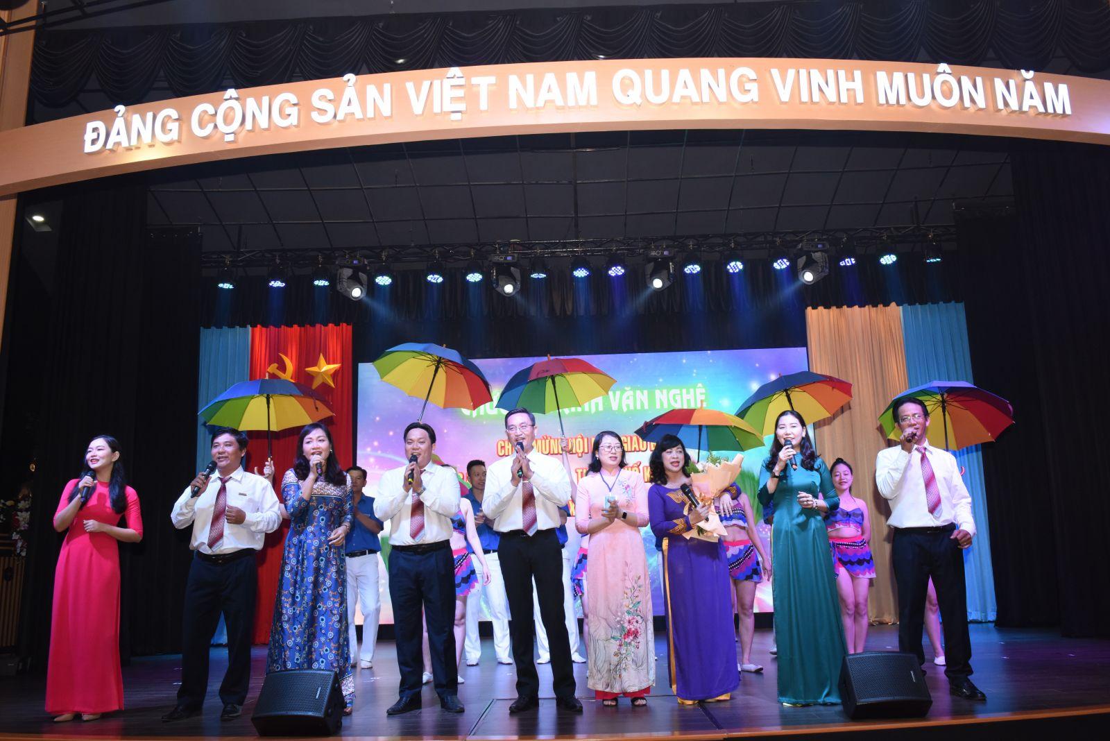 Hình Đảng ủy Khối cơ quan và doanh nghiệp tỉnh Bình Thuận đăng cai tổ chức Hội nghị giao ban Đảng ủy Khối các tỉnh, thành phố trong khu vực Nam Bộ lần thứ XIV - Năm 2020.