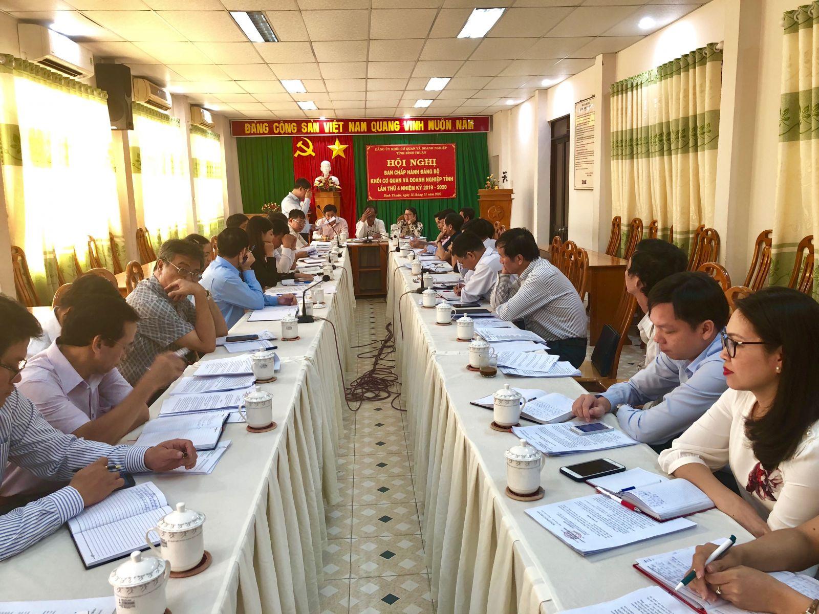 Hình Hội nghị lần thứ 4 Ban Chấp hành Đảng bộ Khối cơ quan và doanh nghiệp tỉnh