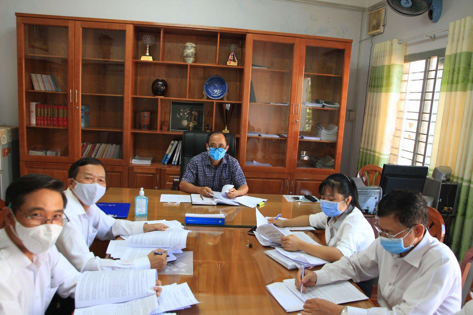 Hình Ban Thường vụ Đảng ủy Khối cho ý kiến chương trình, nội dung, nhân sự Đại hội cơ sở