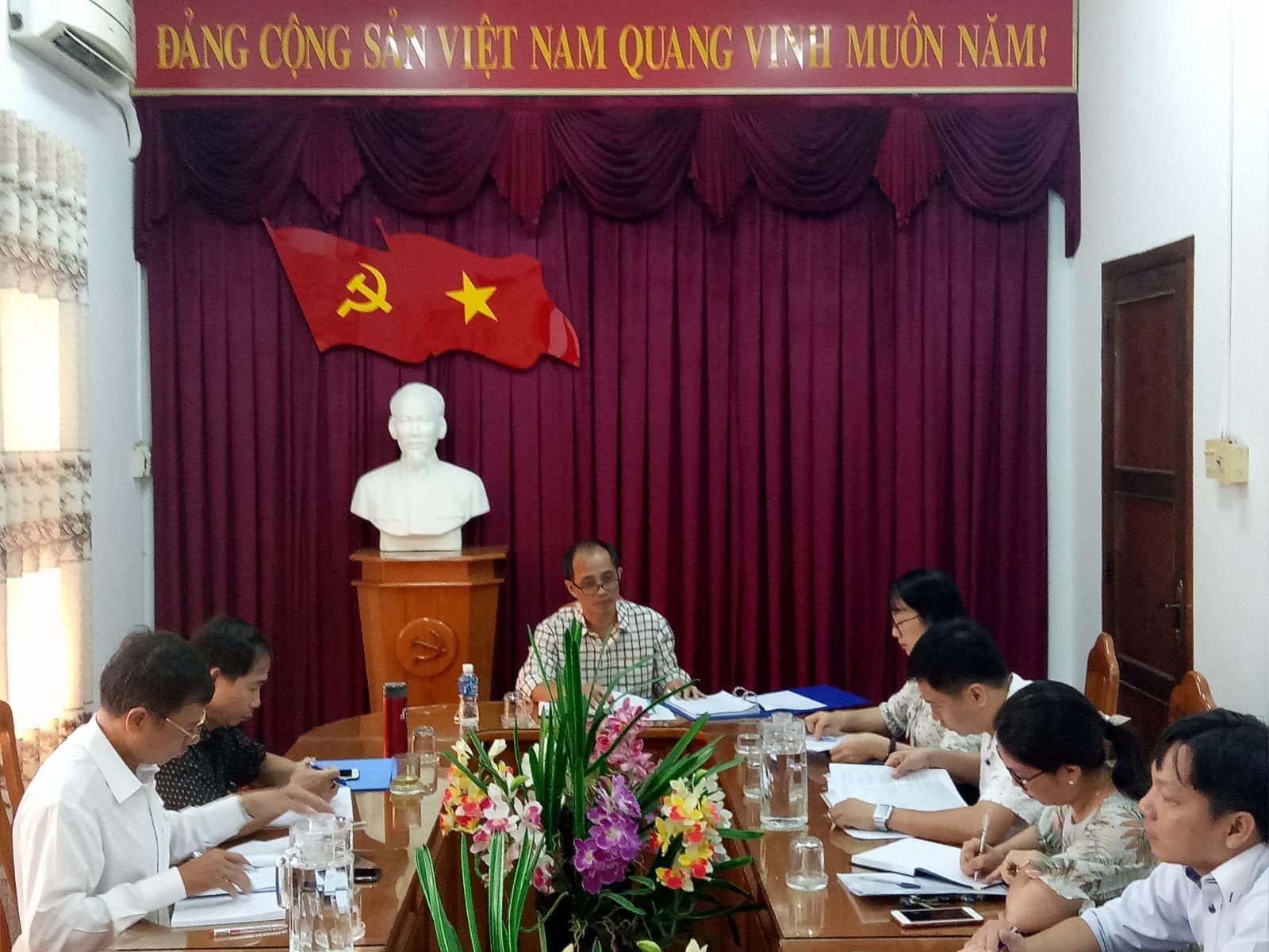 Hình Tiểu ban Văn kiện Đại hội Đảng bộ Khối họp lần thứ nhất