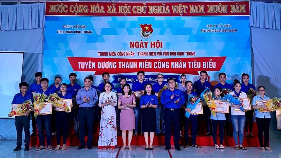 Hình Đoàn Khối phối hợp với Tỉnh đoàn và Hội LHTN Việt Nam tỉnh tổ chức Ngày hội Thanh niên công nhân - Thanh niên với văn hoá giao thông năm 2020