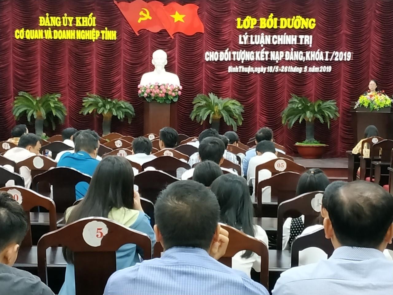 Hình Những nét mới trong công tác tham mưu của cán bộ, công chức Cơ quan Đảng ủy Khối