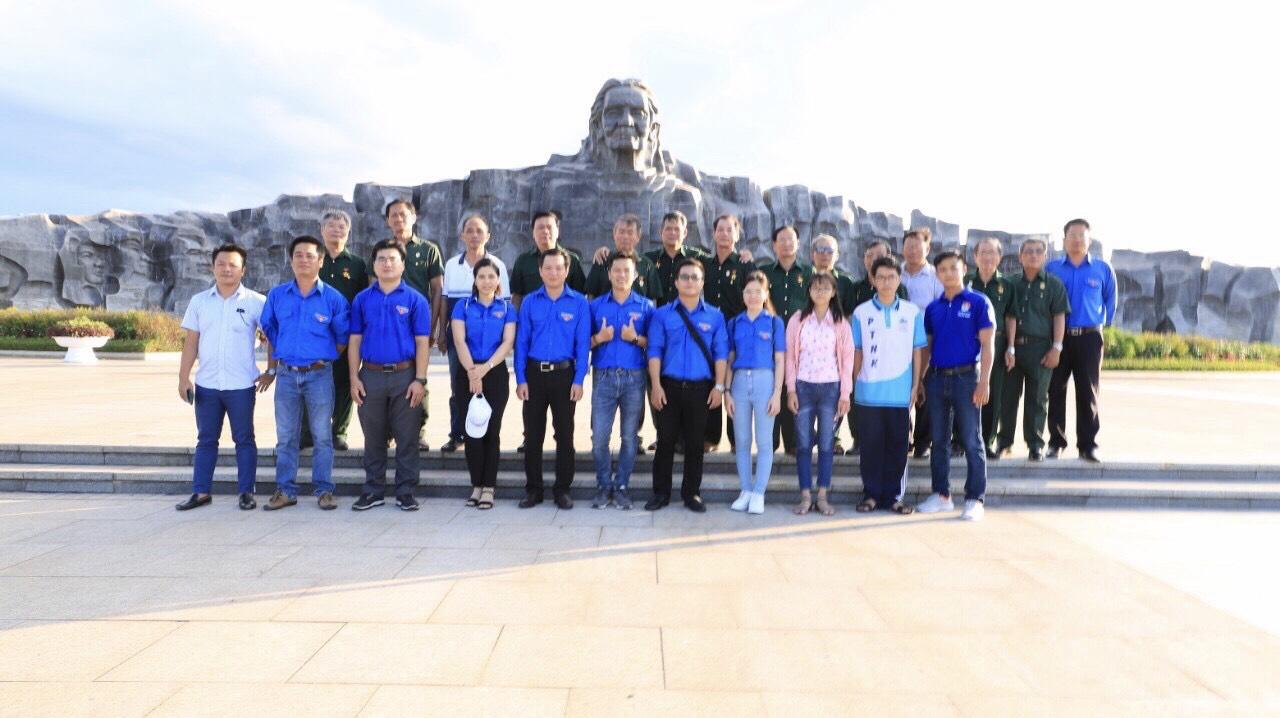 Hình Đoàn Thanh niên phối hợp với Hội Cựu Chiến binh Khối cơ quan và doanh nghiệp tỉnh tổ chức hành trình về nguồn tại các tỉnh miền Trung